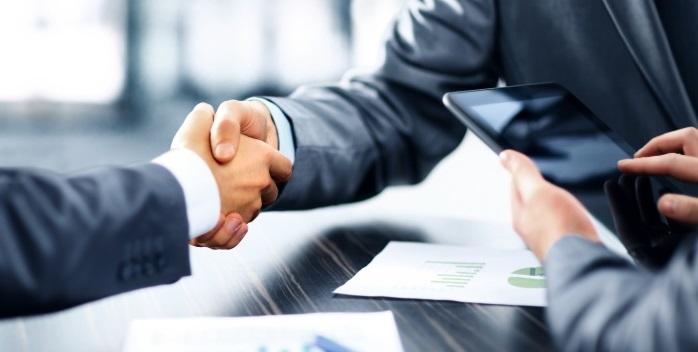 Handschlag unter Geschäftsleuten