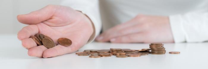 Geldmünzen auf dem Tisch