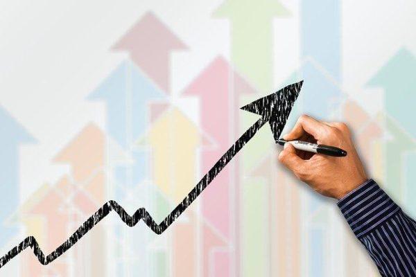 Pfeil zeigt steigende Tendenz der Kreditnachfrage