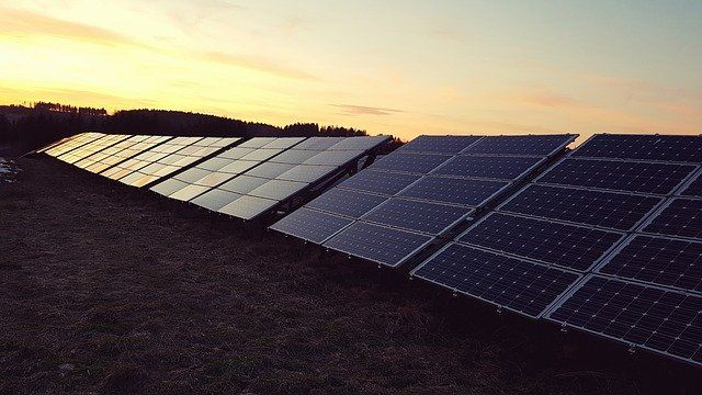 Solaranlagen auf dem Feld