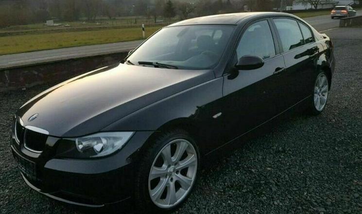 Schwarzer 3er BMW E90