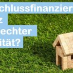 Kleines Holzhaus als Symbol für Anschlussfinanzierung