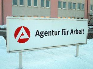 Schild von der Agentur für Arbeit